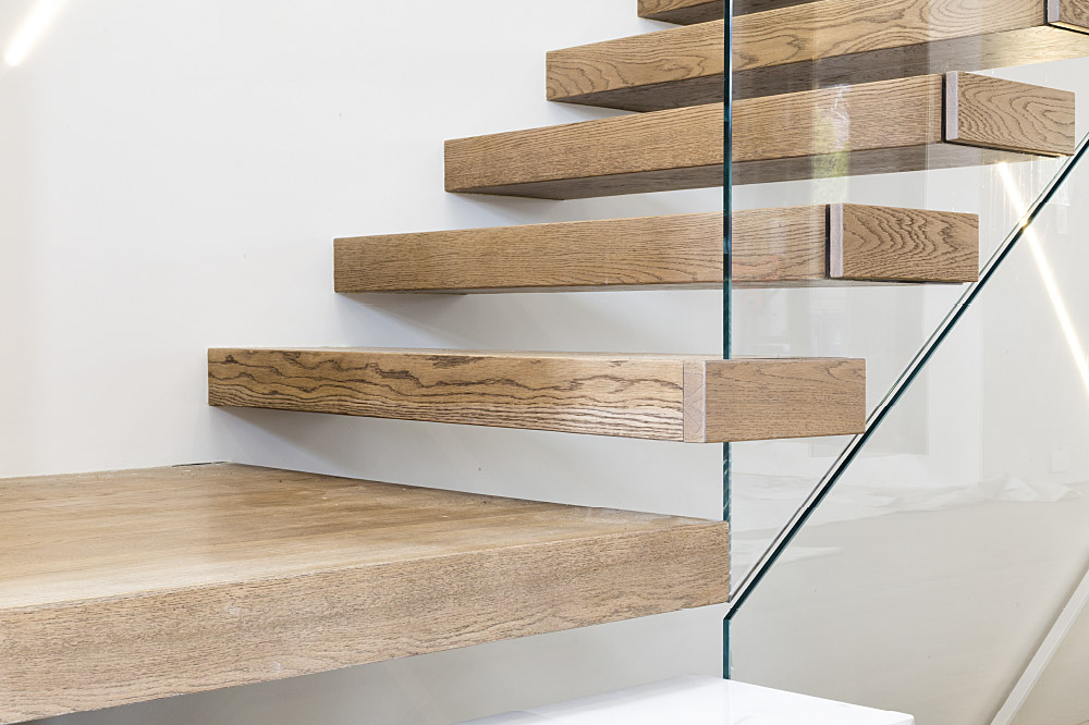 wall cantilevered + box steps