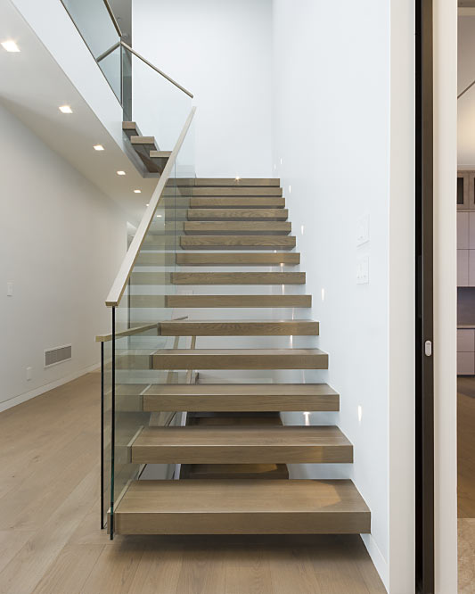 wall cantilevered / box steps / top mount handrail / wood handrail