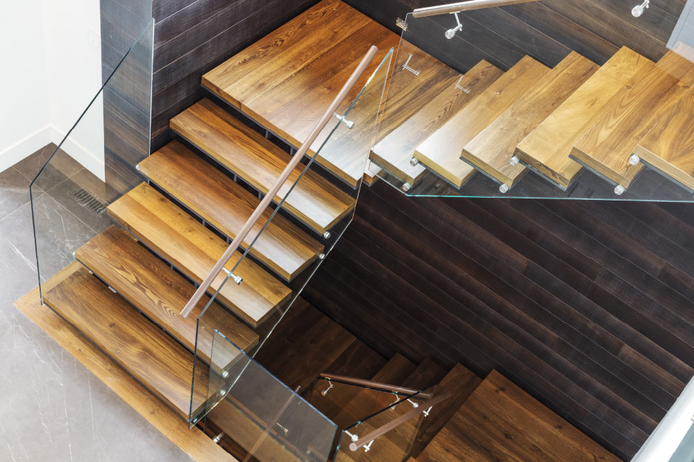 Twin Stringers / Metal And Wood Steps / Glass Side Mount Handrail / Round  Wood Handrails