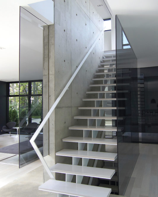 twin stringers / metal and wood steps / glass floor to ceiling / wall mount handrail